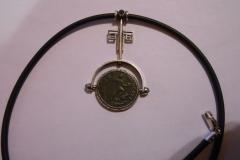 Колье с монетой Аркадия (383-395 гг н. э.)